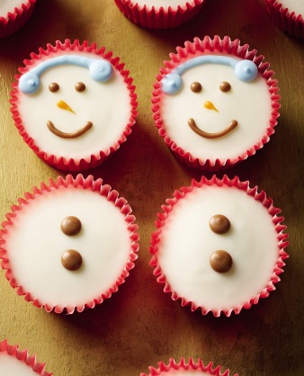 Morrisons-Iced-Snowmen-Cupcakes-HIGH-RES